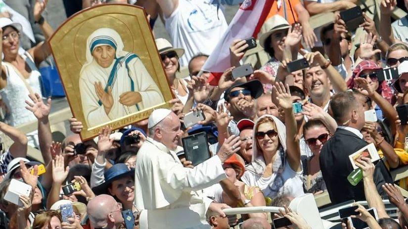 La Madre Teresa De Calcuta Fue Canonizada Por El Papa Francisco En