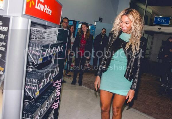 Snapshots: Beyoncé gifts $50 to all shocked Walmart shoppers...