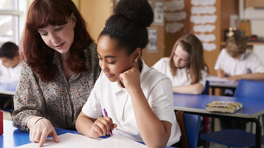 Drop in teacher training recruits revealed - BBC News