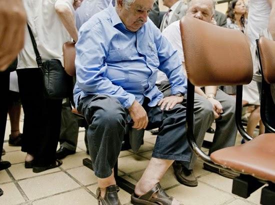Internautas compartilham boato sobre a foto do presidente do Uruguai (Mujica) de sandálias no hospital publico, saiba a verdade!