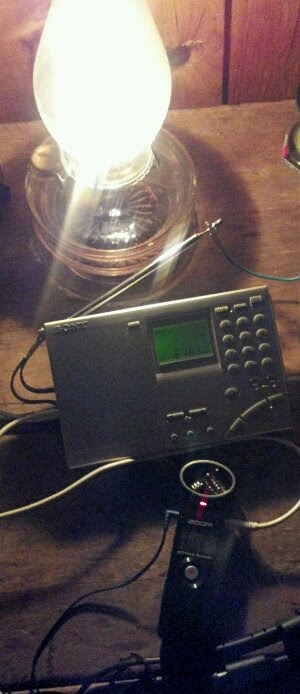 Ouvindo a transmissão final da Radio Netherlands em uma cabine de off-grid em Prince Edward Island.