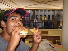Makan Big Mac di MacDonald, Istanbul, Turkey