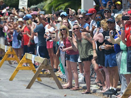 Crowds of Supporters Flock to See Donald Trump Motorcade in Key West | Breitbart