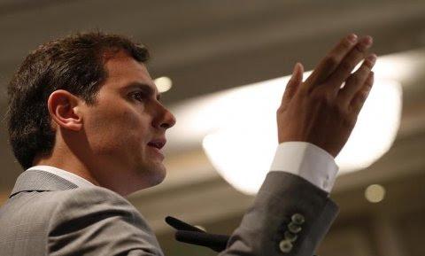 El presidente de Ciudadanos, Albert Rivera, durante su intervención en El Ágora de 'El Economista', un foro empresarial ante el que desgrana las líneas generales de su programa para las elecciones del 26J. EFE/Javier Lizón