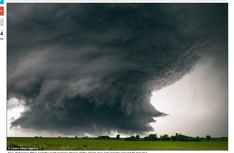 A dica de Mike para quem quer fotografar tempestades é ficar onde as tempestades se iniciam, e logo depois, ficar a frente delas