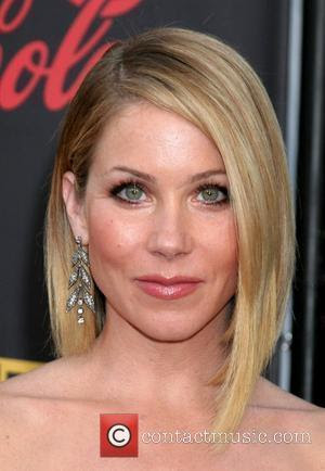 hairstyle of Christina Applegate hot