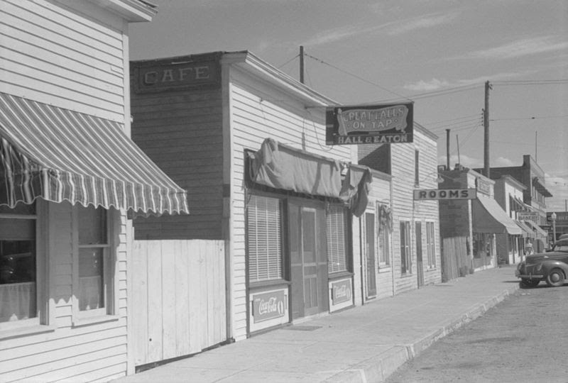 File:Street in Wolf Point Montana (1941).jpg