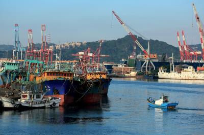基隆為台灣北部最重要的港口都市,北朝東海、三面環山,形成一灣岸的腹地,貿易與旅遊興盛不絕。(圖為正濱漁港)