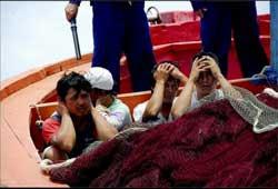 Ngư dân Việt Nam bị Trung Quốc bắt giữ. Photo courtesy of  lysonforum.