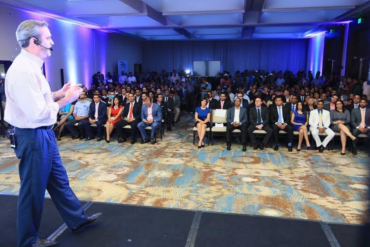 Luis Abinader anuncia planes para favorecer a jóvenes dominicanos