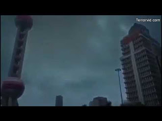 Humanoide Volador es impactado por Rayo / Flying Humanoid Caught on Camera During Storm