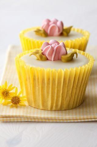 Romantic rose cupcakes, yellow
