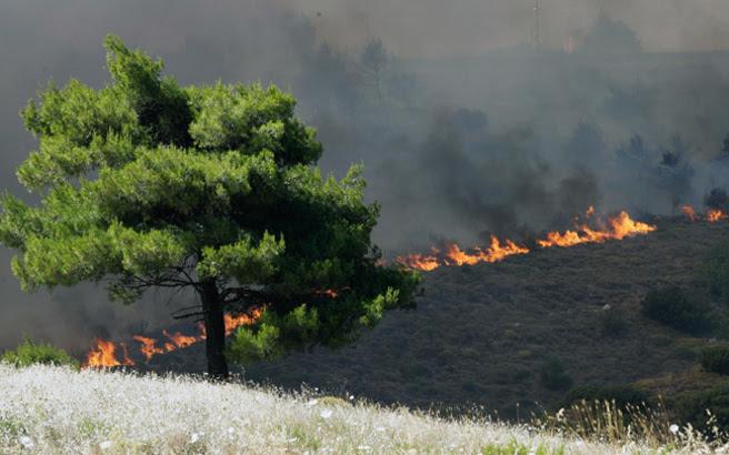 Σε ύφεση οι πυρκαγιές σε Ρέθυμνο και Κέα