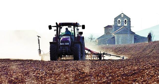 La organización agraria denuncia el retraso de la Consejería de Agricultura en el abono de los pagos a los agricultores. Jesús J. Matías