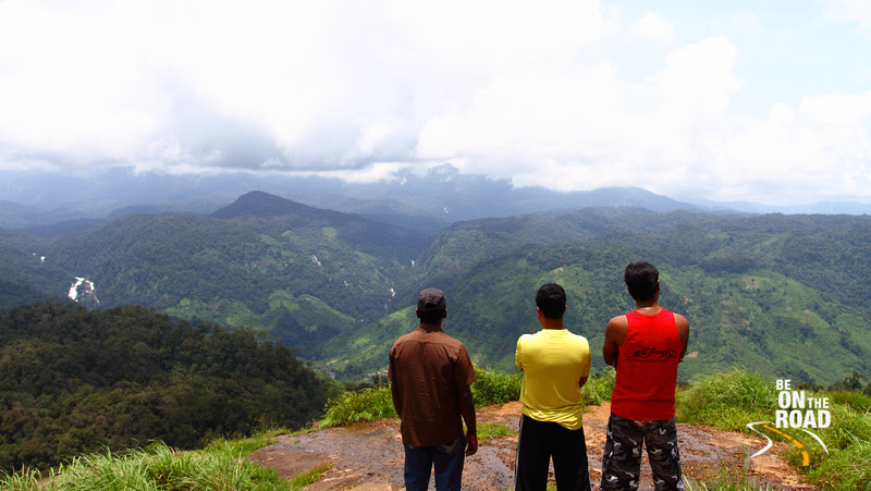 Enjoying the Nallamudi Pooncholai View Point at Valparai