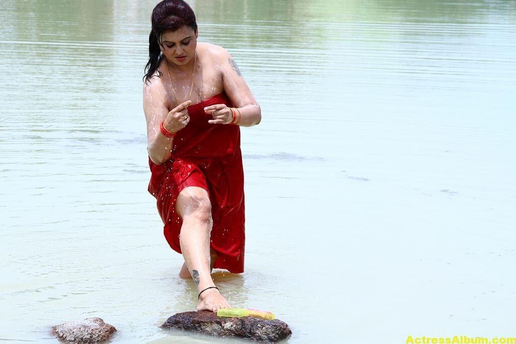 Sona-Hot-Stills-FromSivappu-Manidharagal-Movie-6