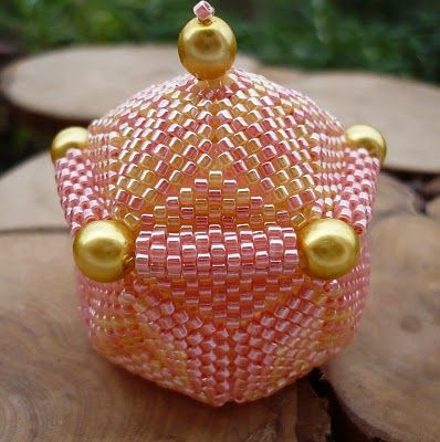 Found this little beaded box floating around Pinterest - I don't know if I'll ever try to make one like it, but it looks very neat!