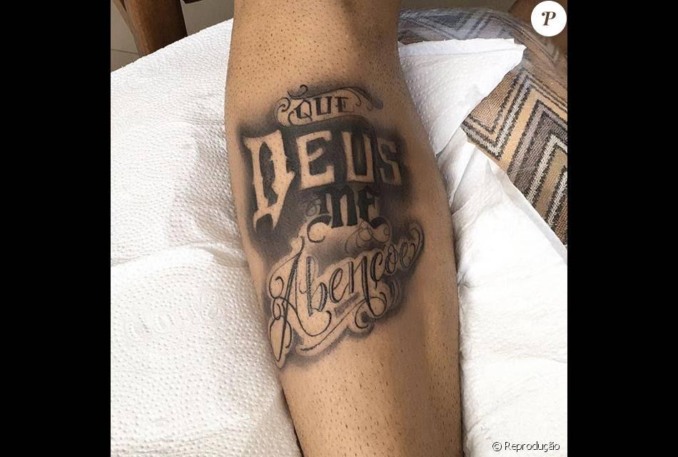 O Jogador Tatuou A Frase Que Deus Me Abençoe Purepeople
