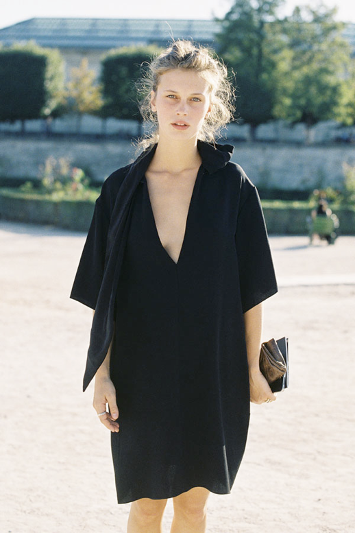 LE FASHION MODEL CRUSH MARINE VACTH BLACK DRAPED CHLOE DRESS PARIS STREET STYLE VANESSA JACKMAN NATURAL BEAUTY FRECKLES CLASSIC TOP KNOT HAIR MESSY FRENCH STYLE PARISIAN EFFORTLESS NO FUSS 5 photo LEFASHIONMODELCRUSHMARINEVACTHBLACKCHLOEDRESSPARISVANESSAJACKMAN5.png
