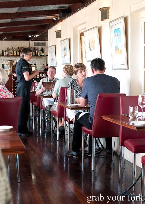 dining room diners d'Arrys Verandah Restaurant, McLaren Vale