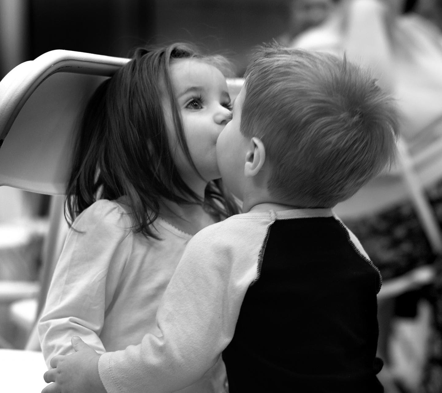 Download Cute Kids Kissing Couple Hd Wallpaper For Laptop Innocent