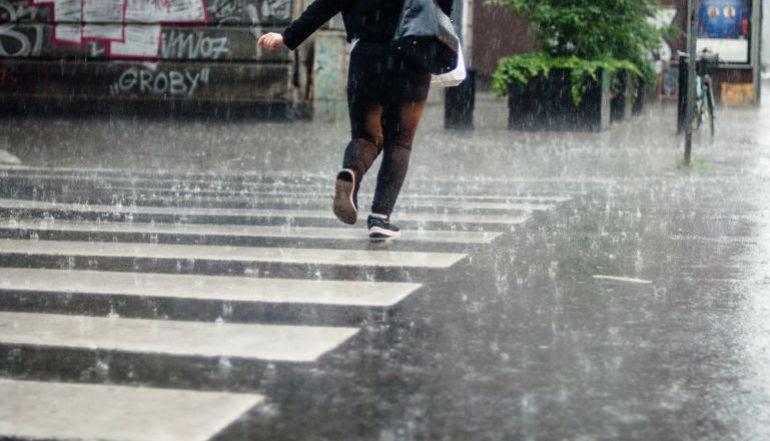 Las lluvias han traído inundaciones y dificultades en la zona de Bidasoaldea.