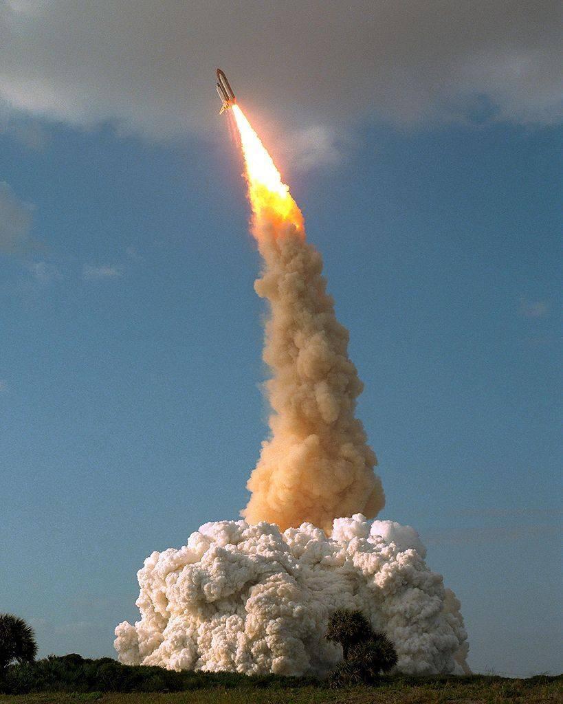 Apr24-1990-STS31liftoff