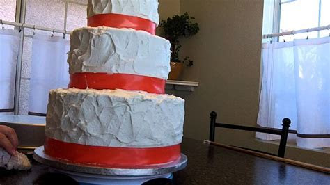 How to make a wedding cake, learn how to level, fill