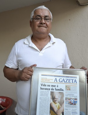 Filho lembra com orgulho do pai, um dos pescadores mais antigos da Praia do Suá, em Vitória (Foto: Viviane Machado/ G1 ES)