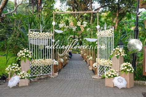Entrance Decorations For Wedding At The Taj West End Hotel