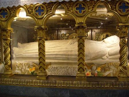 http://www.deuslovult.org/wp-content/uploads/2009/04/stacatarinasena.jpg