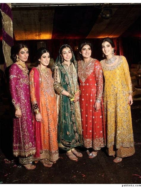 The bride and her sisters in Bunto Kazmi! Such a beautiful