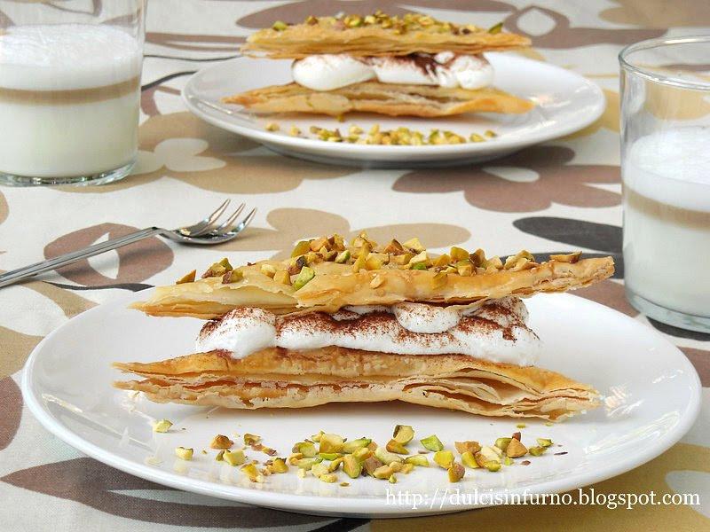 Triangoli di Pasta Sfoglia con Panna e Cacao-Puff Pastry Triangles with Whipped Cream and Cocoa