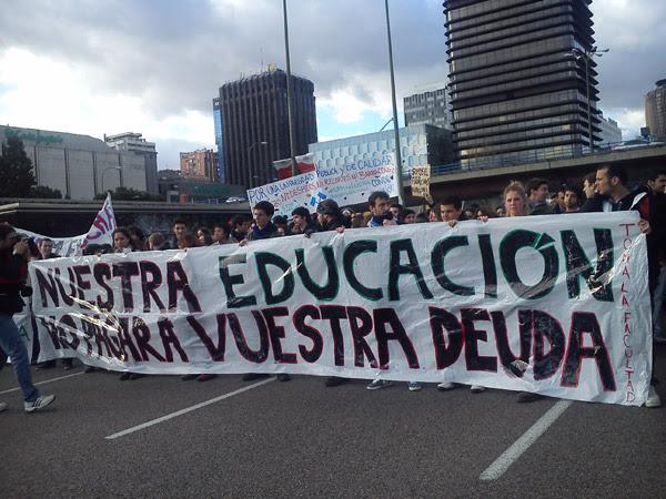 Entre 10.000 y 25.000 personas han participado en la manifestación convocada en la capital, según los sindicatos.