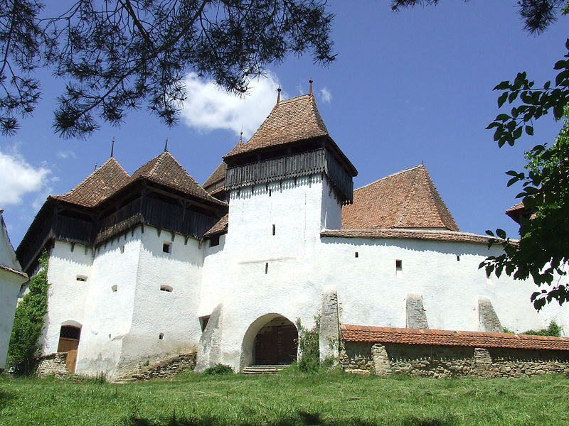 File:Biserica saseasca din Viscri, Transilvania.JPG