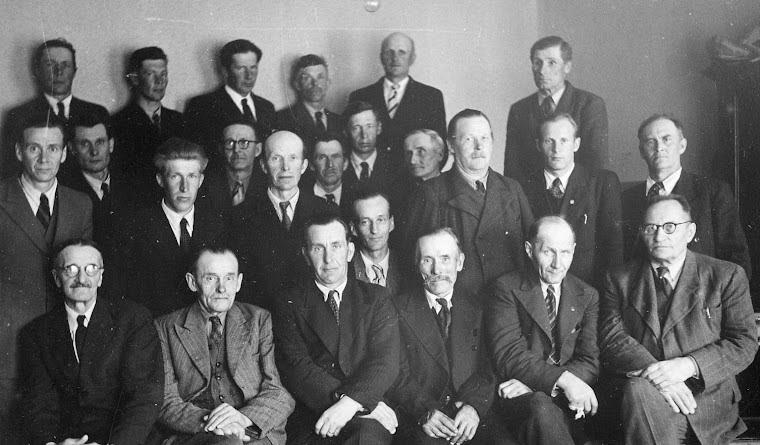 Alatornion kunnanvaltuusto koolla 1940- tai 1950-luvulla