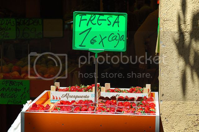 Cheap Strawberries in Barcelona [enlarge]