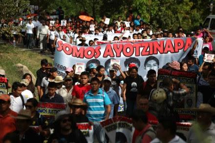 Pobladores de Tecoanapa, municipio de donde era originario Alexander Mora, participaron en la marcha. Foto: Octavio Gómez