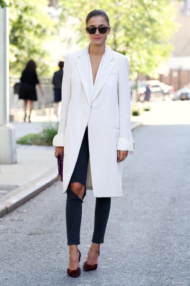 Le Fashion Blog New York Street Style Eleonora Carisi White Coat Double Lapel Ripped Jeans Burgundy Dorsay Heels Via Buro247 photo Le-Fashion-Blog-New-York-Street-Style-Eleonora-Carisi-White-Coat-Double-Lapel-Ripped-Jeans-Burgundy-Dorsay-Heels-Via-Buro247.png