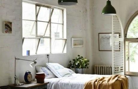 Το παράθυρο ταιριάζει να βρίσκεται πίσω από ένα κρεβάτι και αν έχετε παράθυρο σε αυτό το σημείο μην του βάλετε κουρτίνες