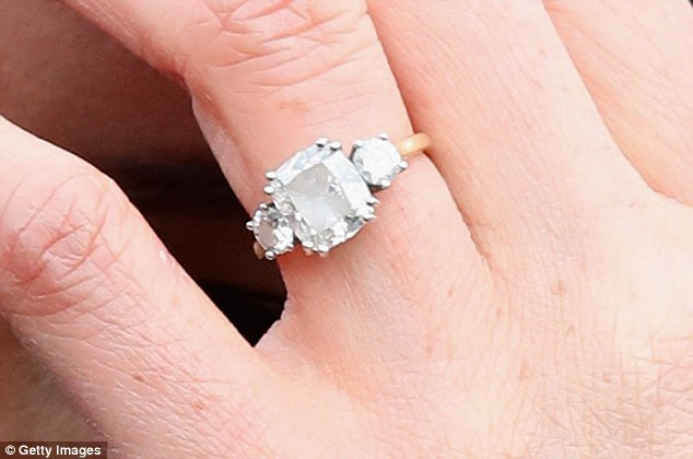 49BC9FFC00000578 5454881 Flawless_The_actress_s_engagement_ring_pictured_does_not_even_co a 3_1520038101126