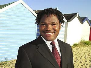 O tenor sulafricano Siphiwo Ntshebe, que iria cantar na Copa  do Mundo.