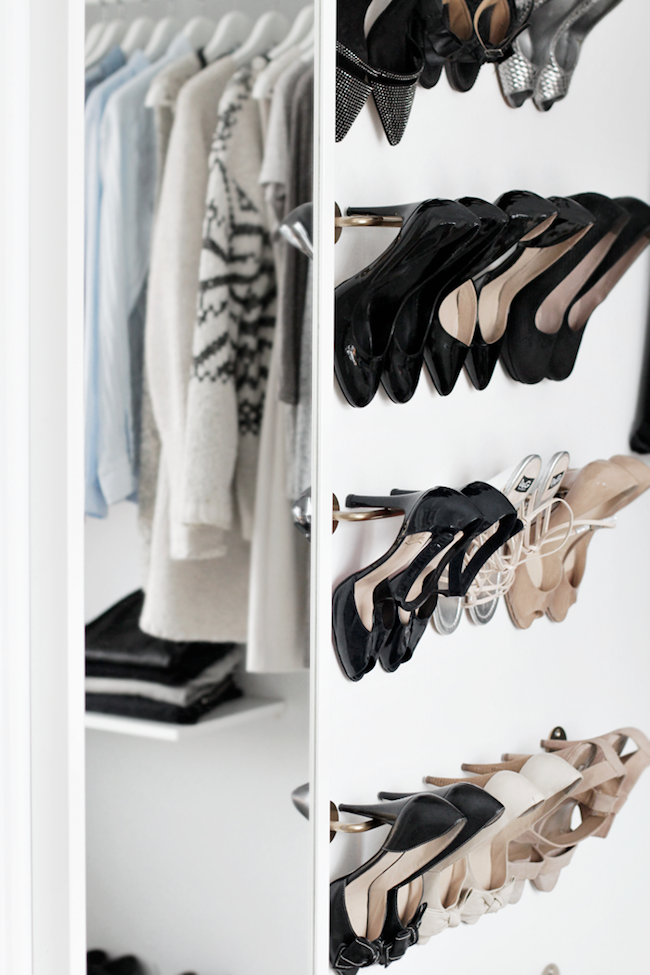 A Fashionable Home: Minimal And Bright Walk-In Closet -- Scandinavian Minimal Interior Design -- Shoe Shelves Via Stylizimo -- photo 4-Le-Fashion-Blog-A-Fashionable-Home-Minimal-Bright-Walk-In-Closet-Scandinavian-Minimal-Interior-Design-Shoe-ShelvesVia-Stylizimo.png
