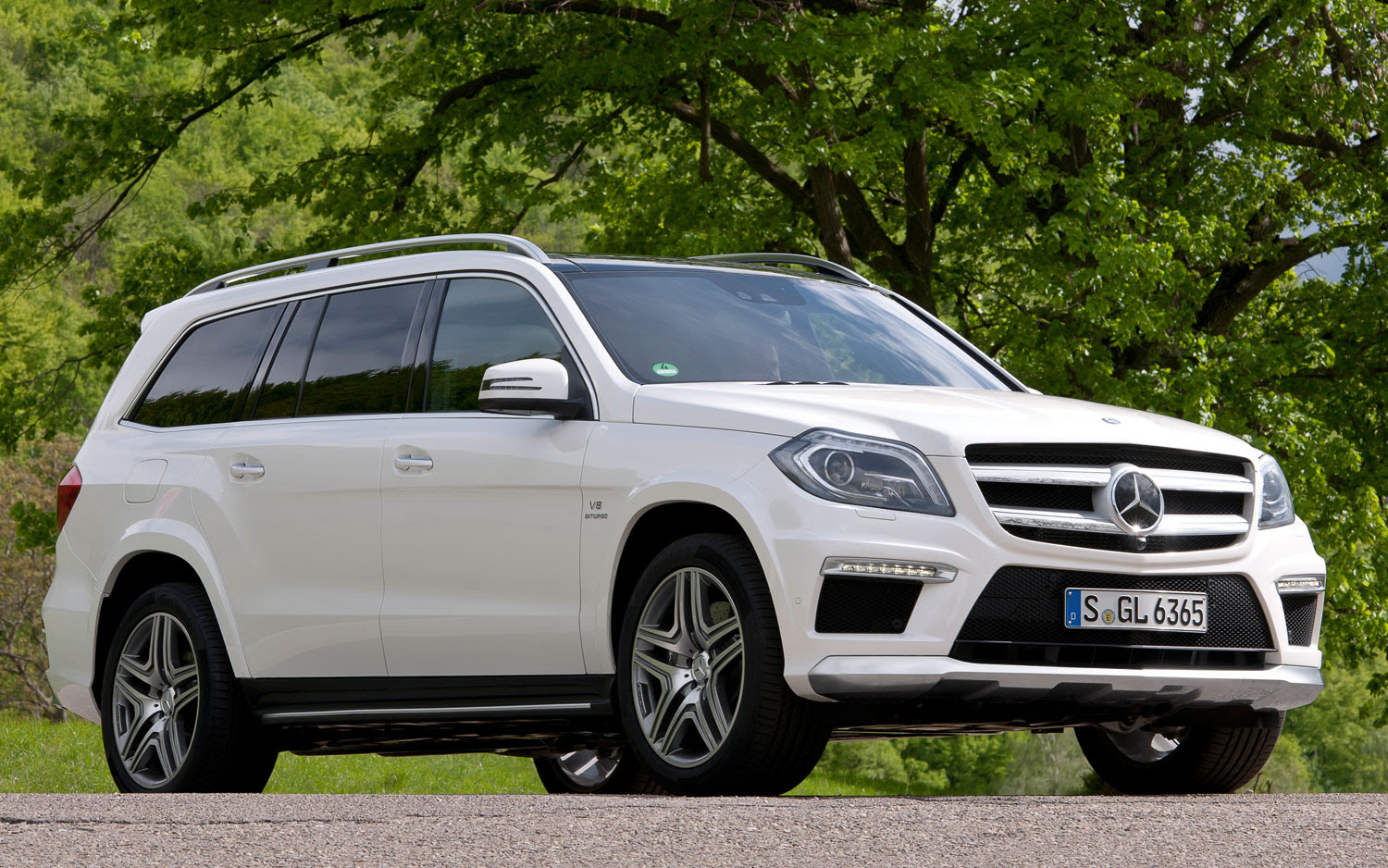 2013 Mercedes-Benz GL63 AMG Debuts With 550-HP Twin-Turbo V-8