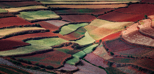 The Amphitheater of Colors, Dongchuan, China por William Yu Photography