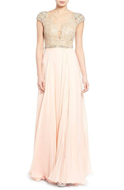 Get the Look: Taylor Swift's Blush   Gold Reem Acra Maid
