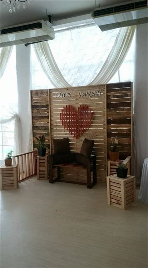 DIY Pallet Wedding Stage / Wall / Room Divider ? 101 Pallets