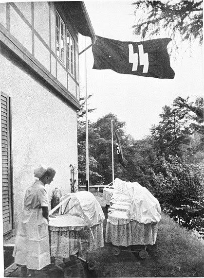 File:Bundesarchiv Bild 146-1973-010-11, Schwester in einem Lebensbornheim.jpg
