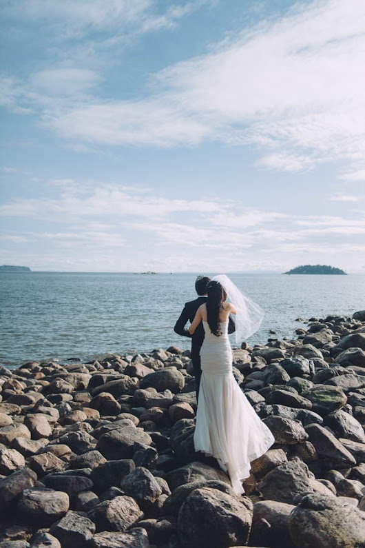 Daring Pre-Wedding Shoot at Whytecliff Park | Junebug Weddings
