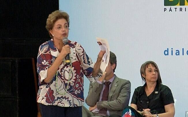 """Segundo Dilma, vários países passaram por crises nos últimos anos e, em nenhum, a """"ruptura democrática"""" foi proposta como solução"""